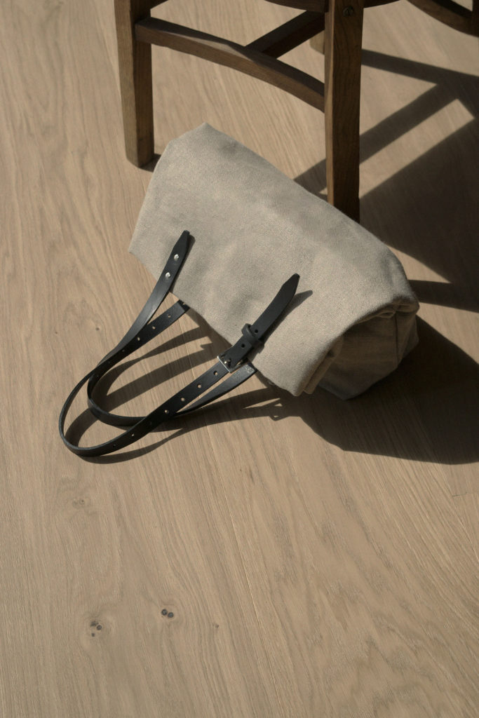 Tote 05 <i>natural + black</i>